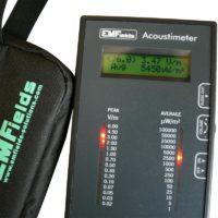 L'Acoustimètre AM10 est un analyseur hyperfréquences large bande permettant de mesurer les rayonnements de hautes fréquences dans une bande de fréquences allant de 200MHz à 8GHz.