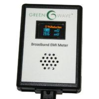 Branché sur une prise électrique, cet appareil mesure l'électricité sale et permet également de mettre en évidence la présence de CPL Linky sur l'installation électrique.