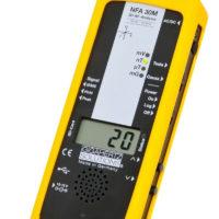 Le NFA30M est un analyseur basses fréquences électriques et magnétiques à sonde 3D et enregistreur et analyseur de données. Pour l'analyse la plus profonde. Le chef d'oeuvre de Gigahertz-Solutions