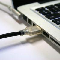 cordon usb avec douille cylindrique de mise à la terre CTUSB2 ppermet de raccorder à la terre tout appareil possédant un port USB